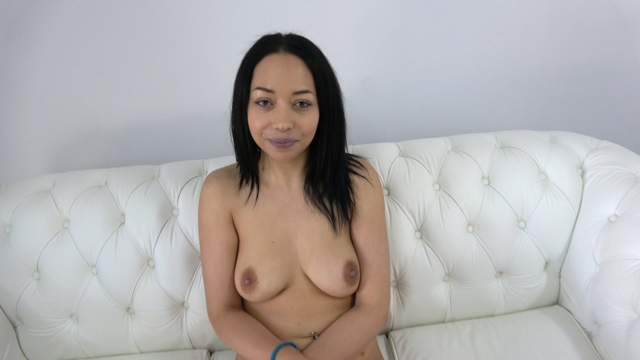 Exotic bitch show great tits